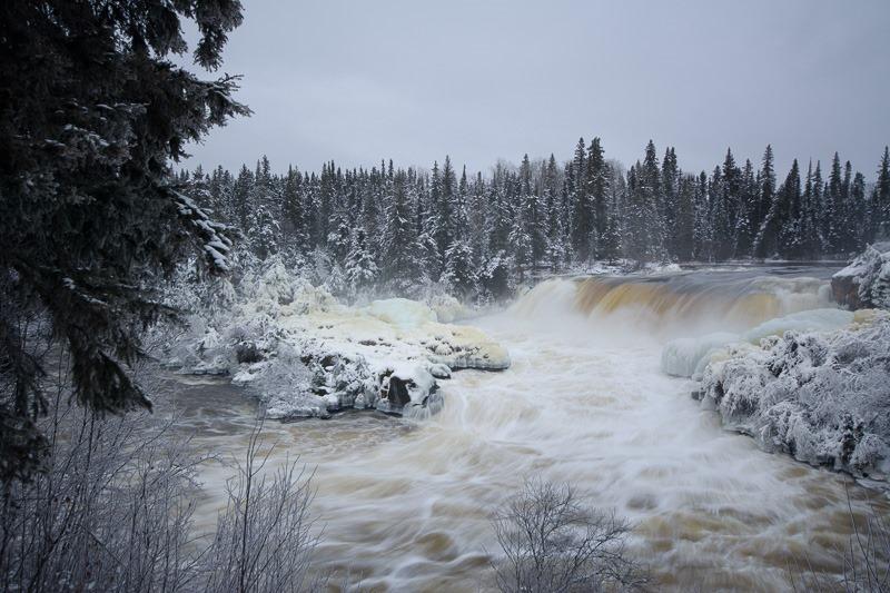 Full splendour of Pisew Falls