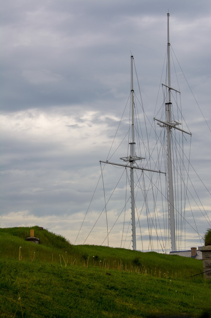 Signalling masts, not tall ships