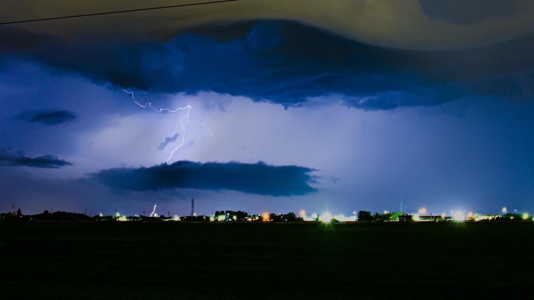 Weak thunderstorm